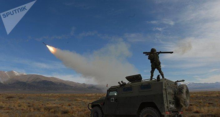 Disparos con MANPADS rusos durante los ejercicios de la OTSC en Kirguistán (imagen referencial)