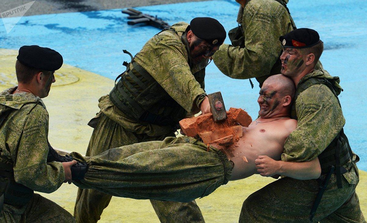 Una competición militar con motivo de la celebración del Día de la Armada de Rusia