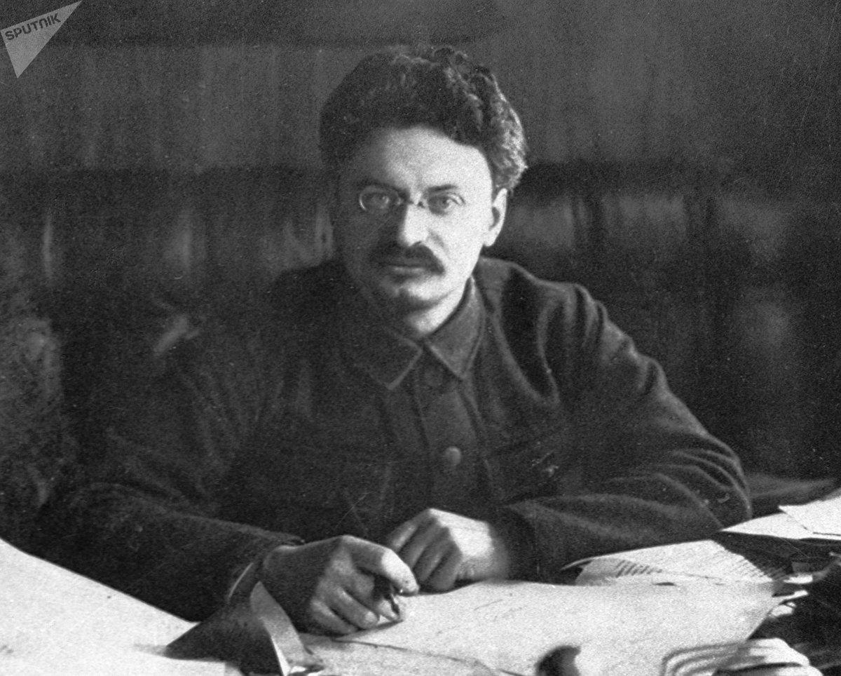 León Trotski, político y revolucionario ruso