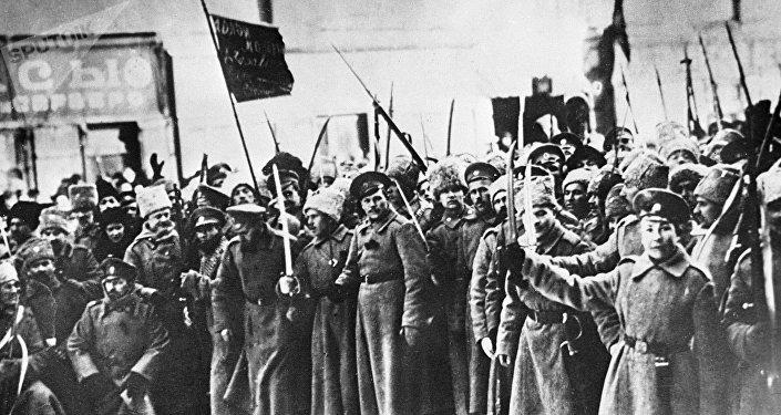 Chavistas marchan para conmemorar los 100 años de la Revolución Bolchevique