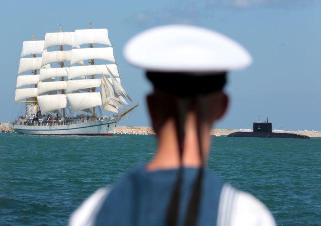 Rusia se engalana para celebrar el Día de la Armada