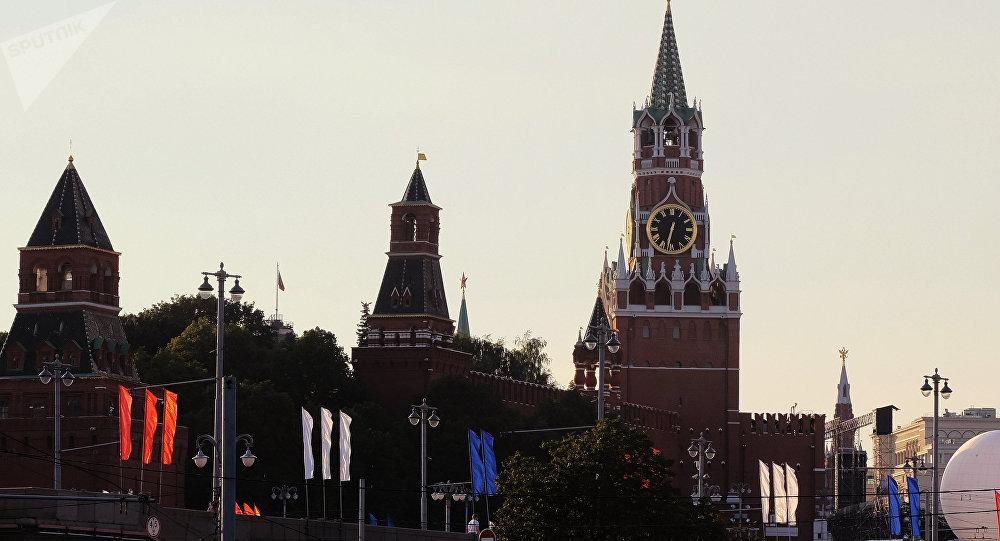 Vehículos abandonan instalaciones de embajada de EEUU en Moscú