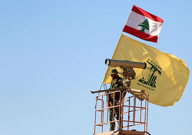Un miembro del Hizbulá en la frontera siria-libanesa (archivo)
