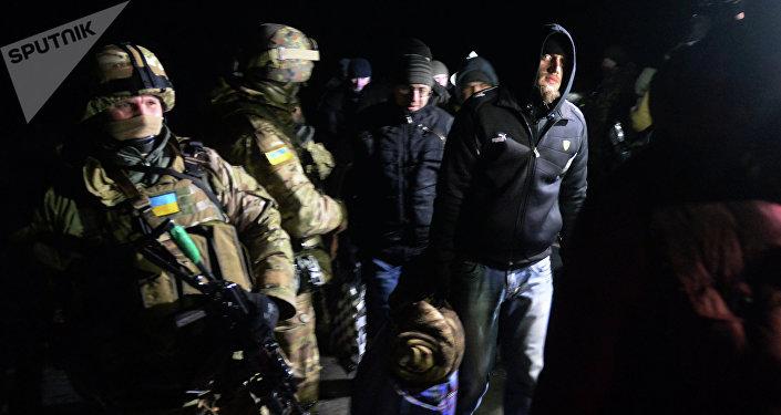 Intercambio de los prisioneros entre ejército Ucrania y las milicias de RPD. Febrero de 2015