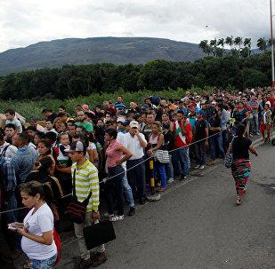 Venezolanos cruzando la frontera con Colombia (archivo)