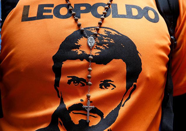 Una camiseta con el retrato de Leopoldo López