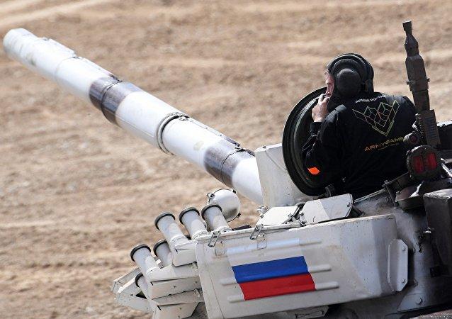 La tripulación de Rusia en el biatlón de tanques