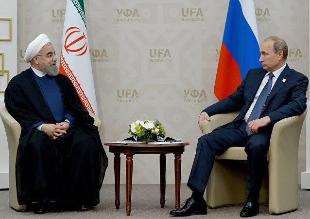 Hasán Rouhaní, presidente de Irán, y Vladímir Putin, presidente de Rusia, en Ufa, el 9 de julio, 2015
