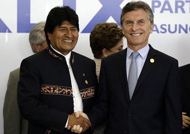 Presidente de Bolivia, Evo Morales, y presidente de Argentina, Mauricio Macri (archivo)
