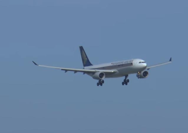 Aviones aterrizan en Australia pese a ráfagas de 100 km/h