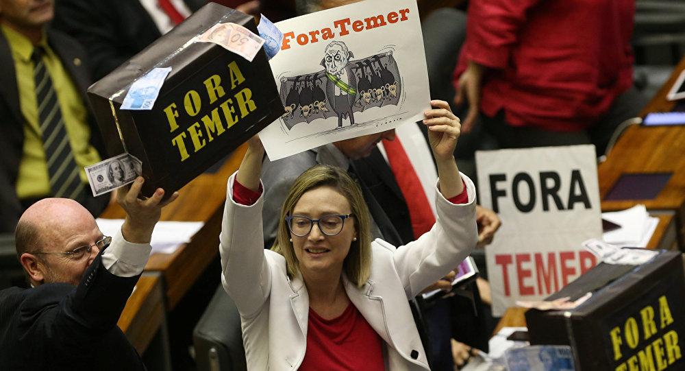 Diputados brasileños de la oposición protestan contra Michel Temer
