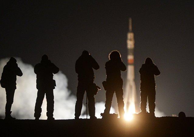 Пуск ракеты-носителя Союз-ФГ с пилотируемым кораблем Союз МС-03 с космодрома Байконур