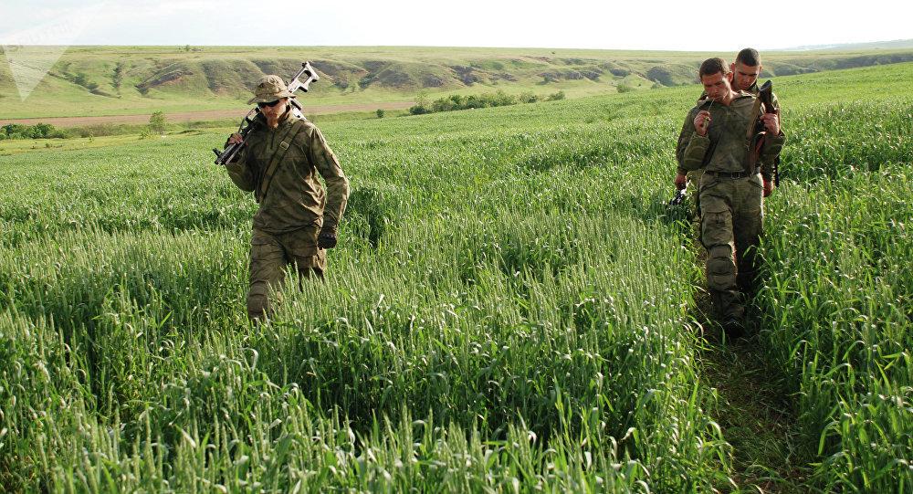 Milicias de Donetsk cerca de Shirókino