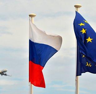 Banderas de Rusia y la UE (archivo)
