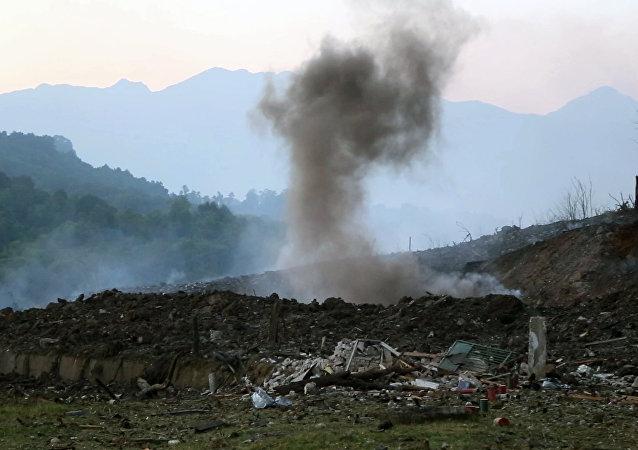 El lugar de la explosión en un arsenal en Abjasia