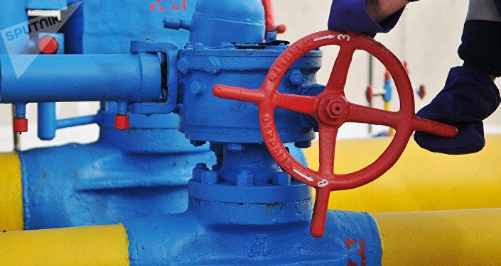 Una válvula en la estación de distribución del gas