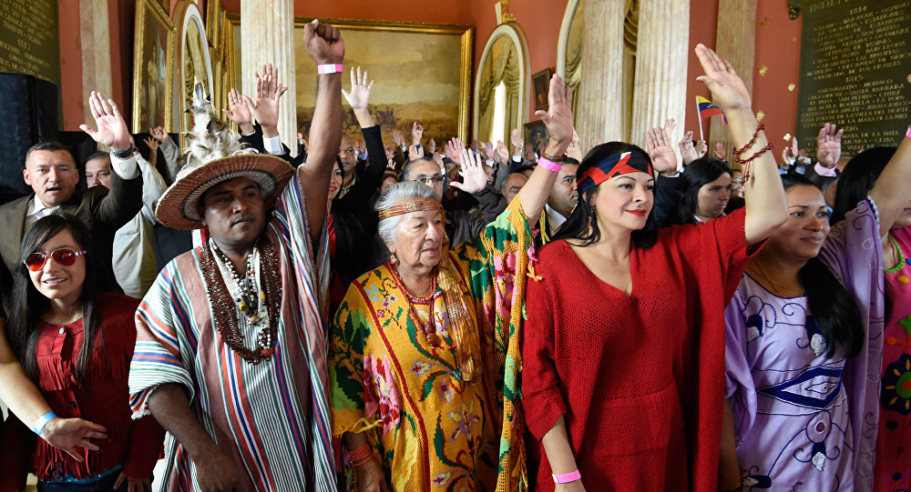 Representantes de los pueblos nativos durante la instalación de la Asamblea Constituyente en Venezuela
