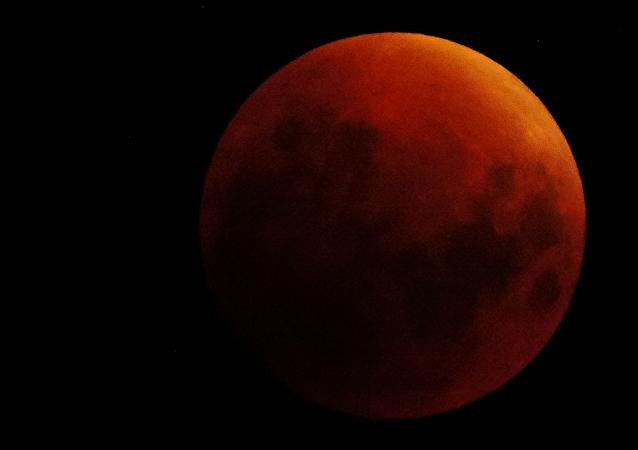 La Luna roja (ilustración)