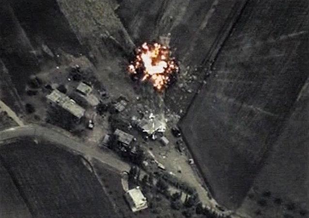 Aviación rusa bombardea posiciones de EI