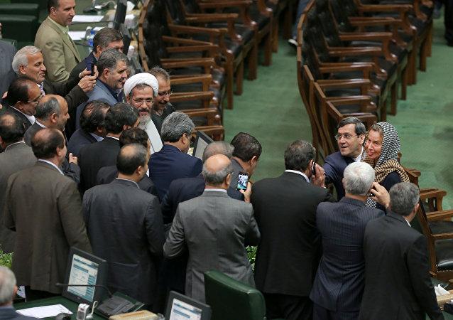 Federica Mogherini en el Parlamento de Irán