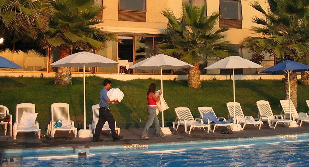 Trabajadores en un hotel chileno (archivo)