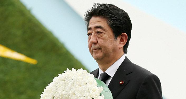 Shinzo Abe, primer ministro de Japón durante la ceremonia fúnebre en memoria de las víctimas del bombardeo atómico en Hiroshima y Nagasaki