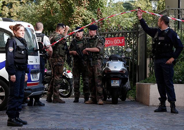 Policías y soldados del ejército de Francia (archivo)