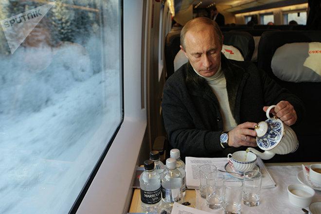 Vladímir Putin, presidente de Rusia, viajando en Sapsan