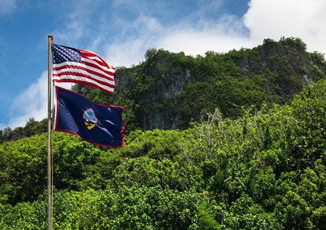 Banderas de EEUU y Guam