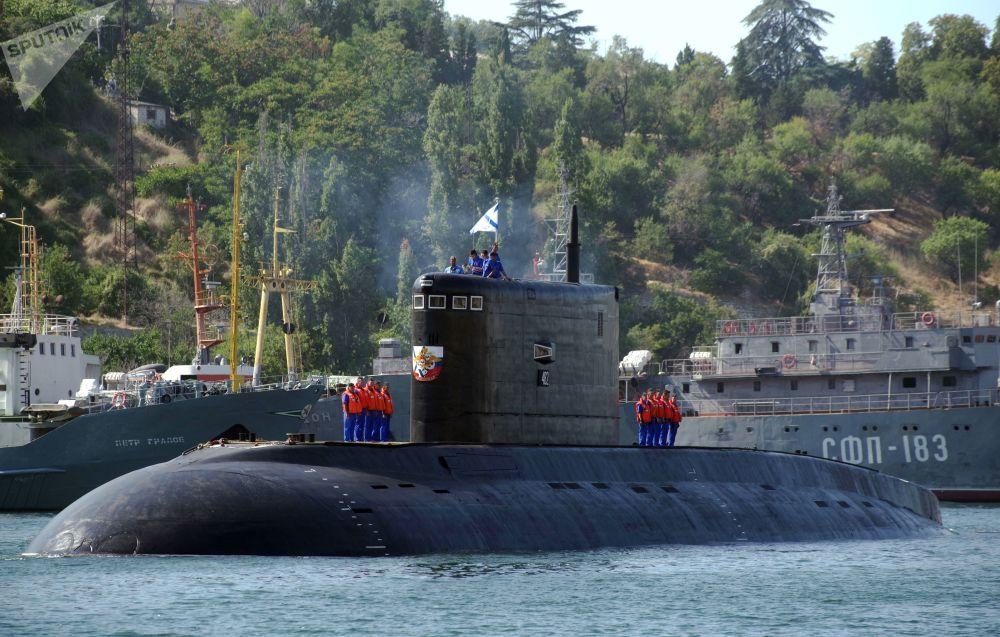 El sumergible Krasnodar, en el puerto de Sebastopol