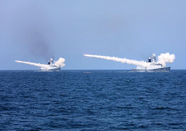 Los buques chinos en maniobras (archivo)