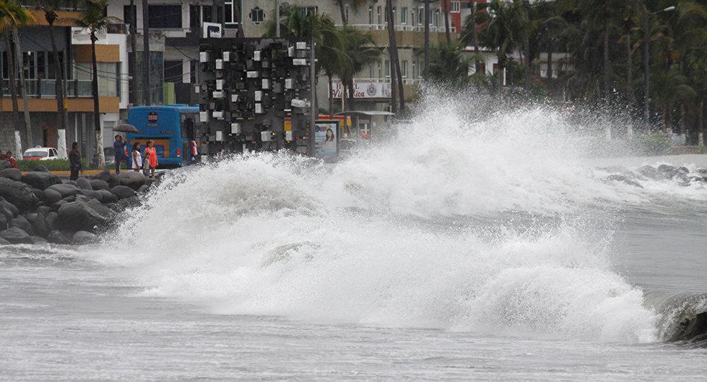Las olas en Veracruz antes de la llegada del huracán Franklin, México