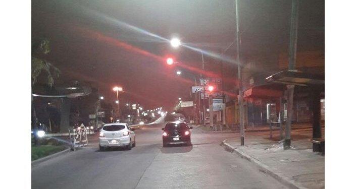 Luminarias de Incotex Electronic Group en la avenida Remedios de Escalada de San Martín en el partido de Lanús, provincia de Buenos Aires.