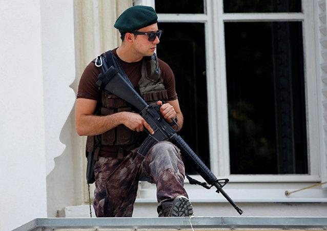 Un policía turco