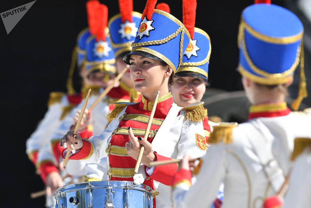 Mujeres tamborileras animan el torneo Ajedrez vivo