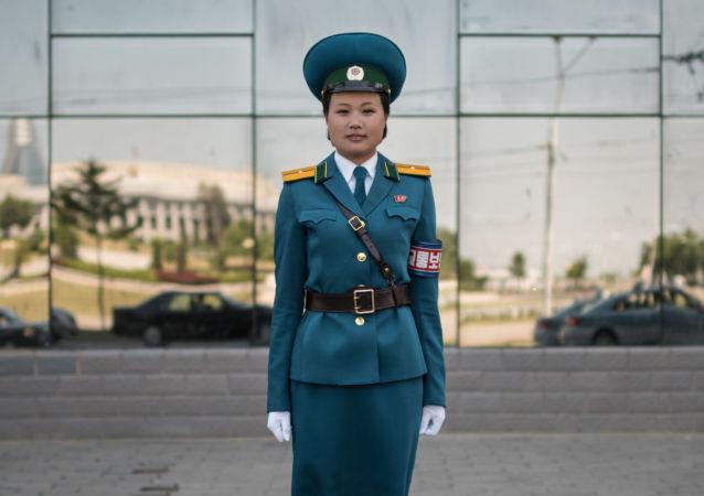 Una oficial del Servicio de seguridad de tráfico, la teniente Kim Jong-Hua, en una de las calles de Pyongyang
