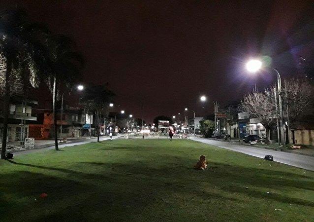 Luminarias de Incotex Electronic Group en la avenida Remedios de Escalada de San Martín, Lanús, provincia de Buenos Aires