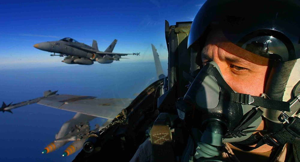 Un piloto del avión estadounidense F/A-18 Hornet (imagen referencial)