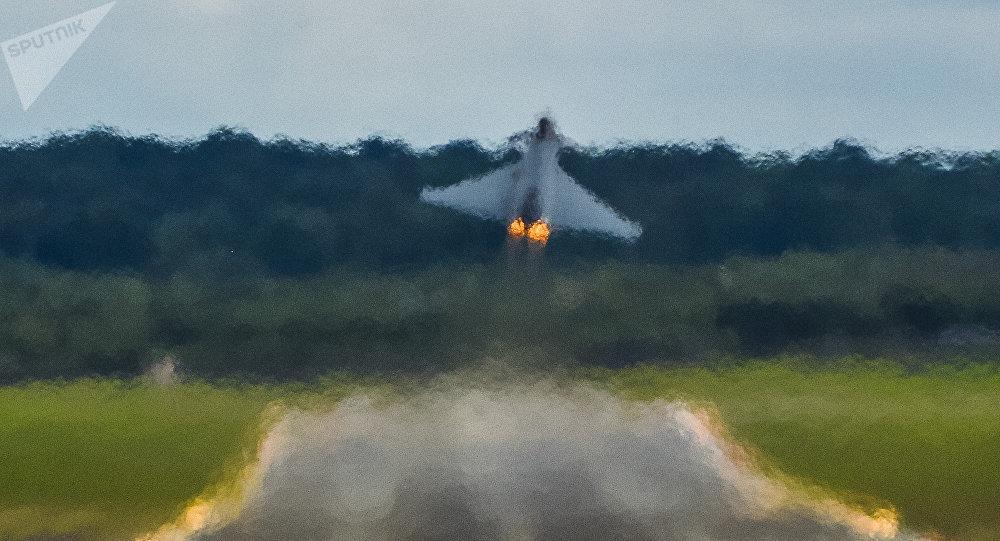 Caza estadounidense F-18 (archivo)