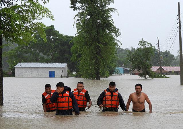 Un grupo de rescatistas en Nepal