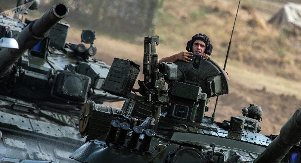 Carros de combate T-80 del Ejército de Rusia