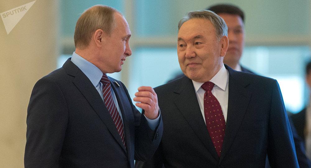 Presidente de Rusia, Vladímir Putin y presidente de Kazajistán, Nursultán Nazarbáev