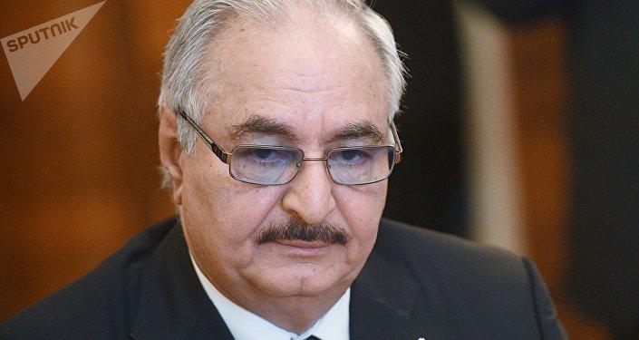 El comandante del Ejército Nacional de Libia, Jalifa Haftar (archivo)