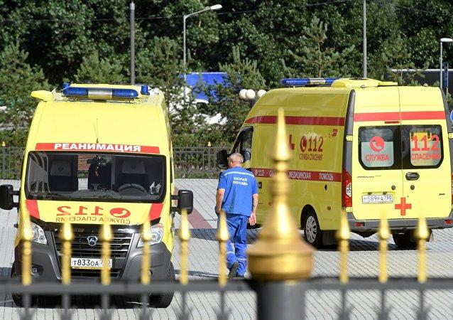 Ambulancia cerca del tribunal de la region de Moscú