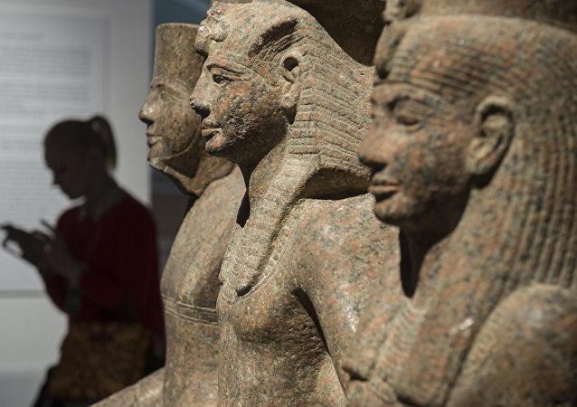 La exposición 'Nefertari y el Valle de las Reinas del Museo Egipcio de Turín' en el museo del Hermitage de San Petersburgo, Rusia, junio de 2017