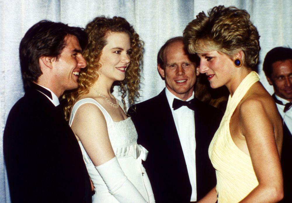 El actor Tom Cruise, la actiz Nicole Kidman  y la princesa Diana durante el estreno de una película en Londres