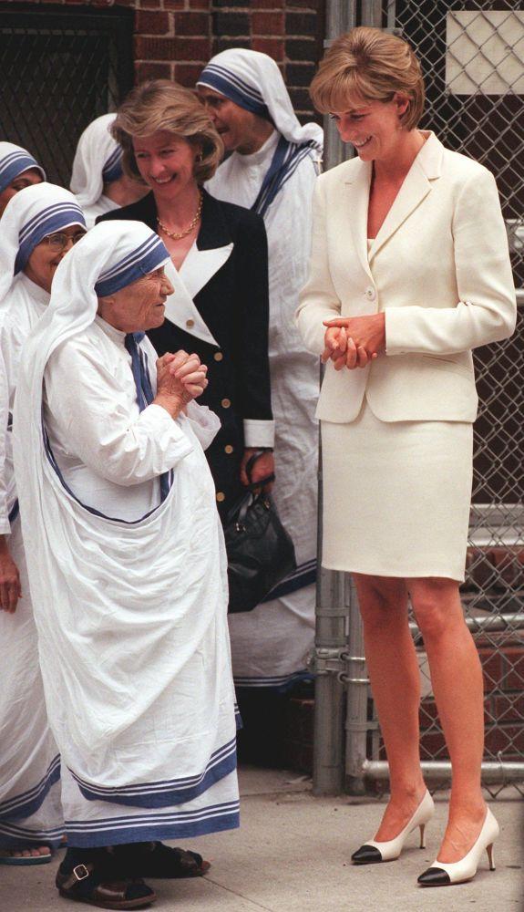 Teresa de Calcuta y la princesa Diana durante un encuentro en Nueva York, en 1997