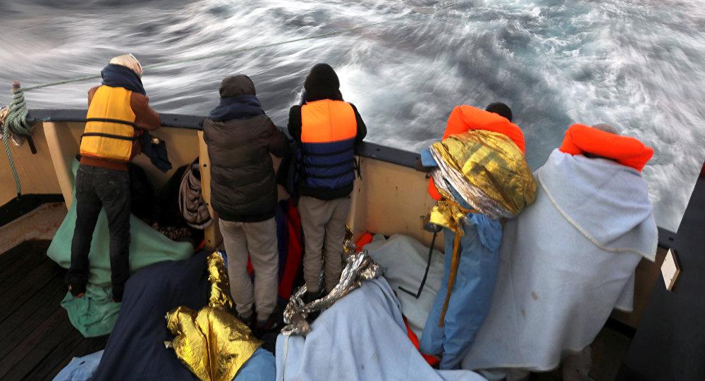 Refugiados en un barco (archivo)