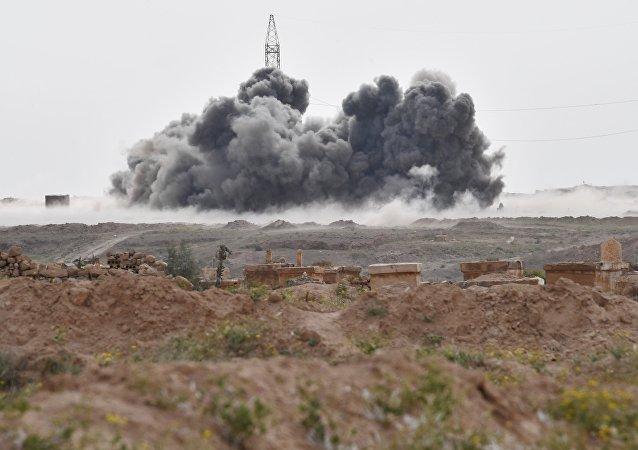 Los ataques aéreos contra las posiciones de Daesh cerca de la ciudad siria de Deir Ezzor (archivo)