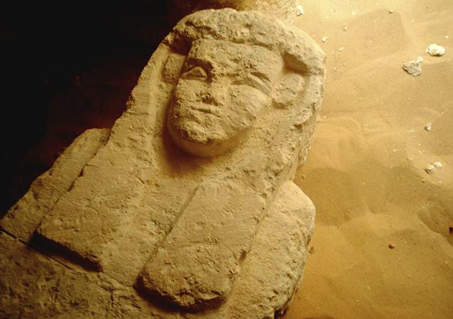 Uno de los sarcófagos hallados por los arqueólogos egipcios